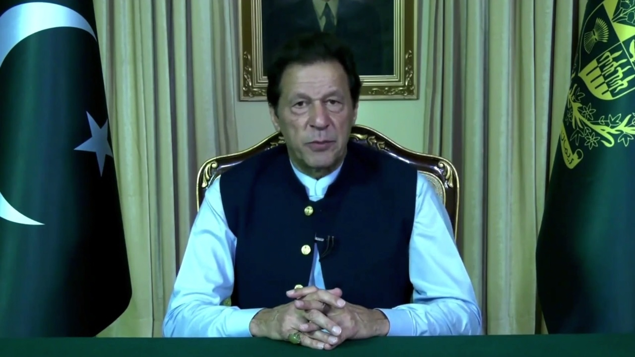 Pak supports resolving regional issues through dialogue: Imran