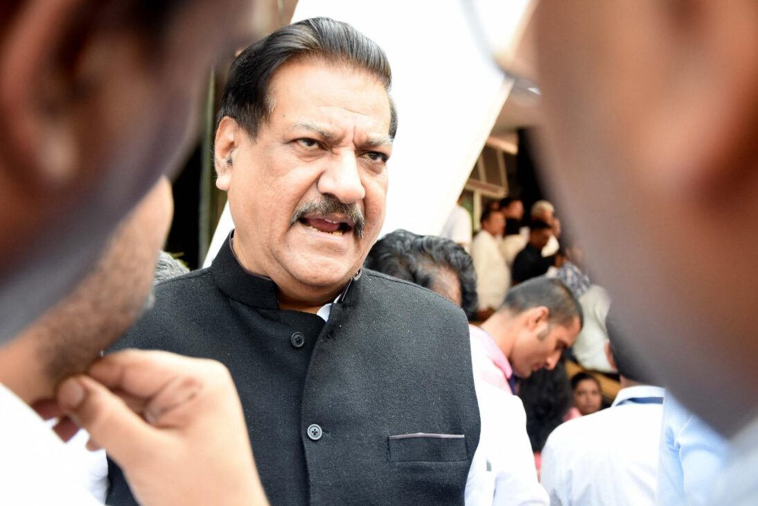 Cong slams Centre's move to 'sell' Covid vax