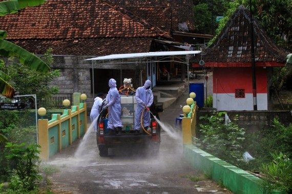 Indonesia tightens micro restrictions